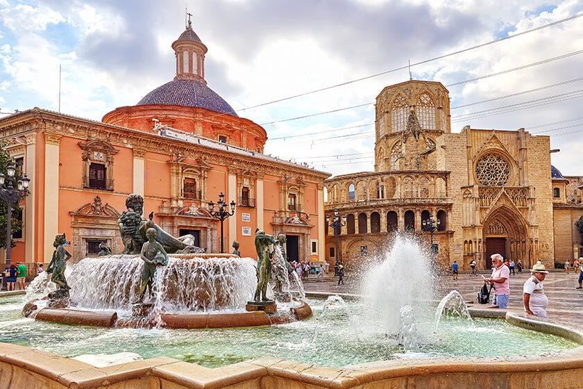 plaza de la virgen e complesso della cattedrale